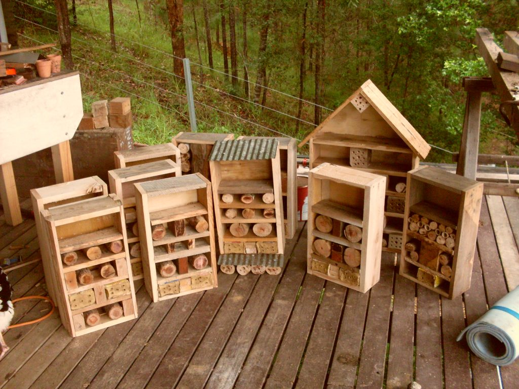 how to build a solitary bee house